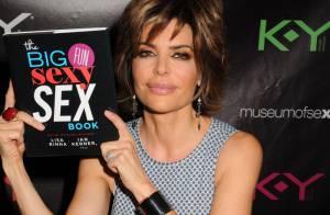 Lisa Rinna présente son livre sur le sexe et met le paquet