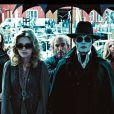 Johnny Depp et Michelle Pfeiffer dans  Dark Shadows , en salles le 9 mai.