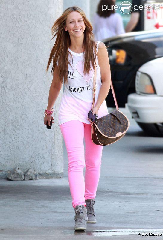 Jennifer Love Hewitt : plus rayonnante que jamais lorsqu'elle se promène dans les rues de Los Angeles à la fin du mois d'avril 2012