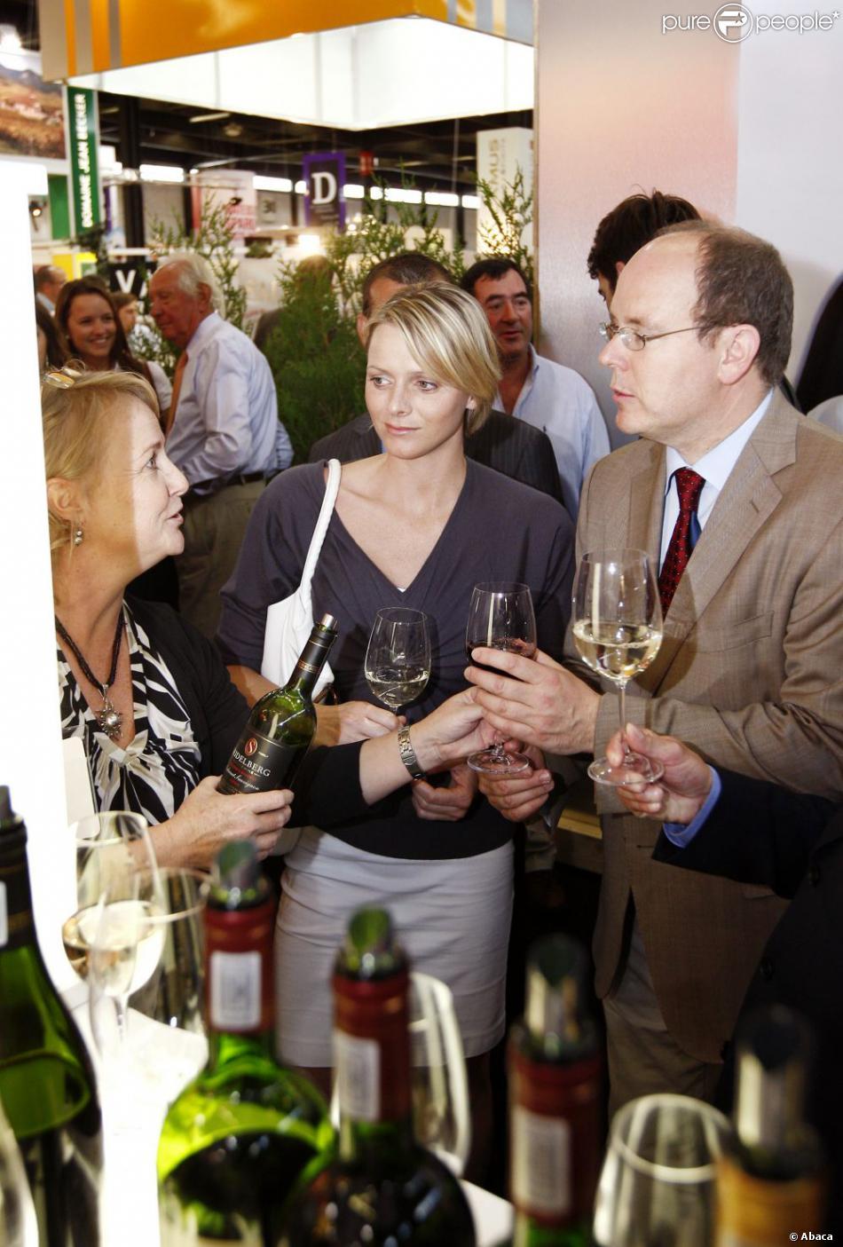 Le prince albert de monaco et charlene wittstock au salon for Salon vin bordeaux