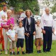 En famille à Barcelone le 29 septembre 2006 pour l'anniversaire des 74 ans de Juan Maria Urdangarin Berriochoa, en présence de son épouse Claire (haut rose), père et mère d'Iñaki.   Le père d'Iñaki Urdangarin, Juan Maria Urdangarin Berriochoa, est mort le 10 mai 2012 à Vitoria-Gasteiz, capitale de la province basque d'Alava où est établie sa famille. L'époux de Cristina d'Espagne était rentré de Washington deux jours plus tôt pour accompagner son père dans ses dernières heures...