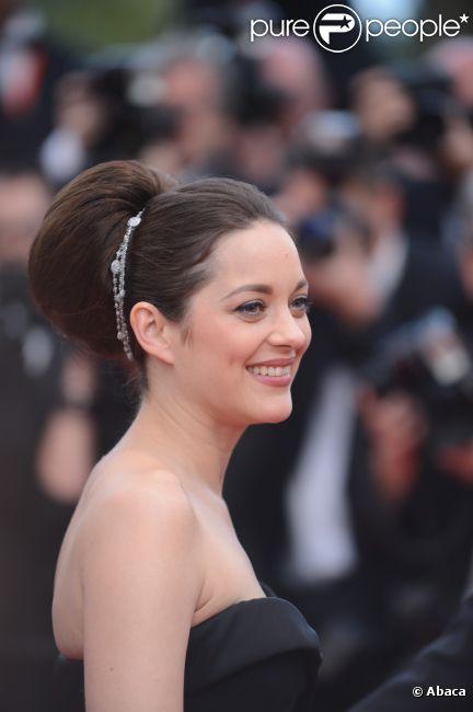 Marion Cotillard, sublime en Christian Dior Couture, assure la présentation du film De rouille et d'os, lors du festival de Cannes le 17 mai 2012