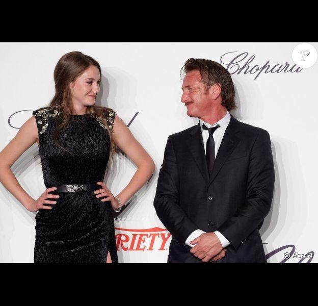 Sean Penn et la lauréate Shailene Woodley lors de la remise des Trophées Chopard à Cannes le 17 mai 2012
