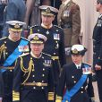 La princesse Anne et son mari le vice-amiral Timothy Laurence, devant le prince Andrew, duc d'York.   La reine Elizabeth II, avec son époux le duc d'Edimbourg, des membres de sa famille et ses invités de marque, assistait le 19 mai 2012 à Windsor à la grande parade des forces armées britanniques donnée en l'honneur de son jubilé de diamant.