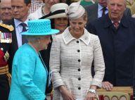 Elizabeth II et ses invités royaux conquis par le défilé militaire à Windsor