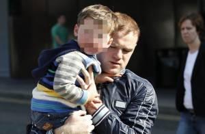 Wayne Rooney : Papa attentif et protecteur avec son fils sous les yeux de Coleen