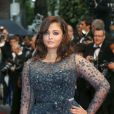 Aishwarya Rai rayonnante et glamour choisit une robe Elie Saab pour la montée des marches de  Cosmopolis  au Festival de Cannes.Le 25 mai 2012.