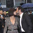 Mélanie Doutey et Gilles Lellouche lors de la montée des marches pour la cérémonie de clôture du Festival de Cannes le 27 mai 2012