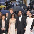 L'équipe du film Thérèse Desqueyroux du regretté Claude Miller (film de clôture) lors de la montée des marches pour la cérémonie de clôture du Festival de Cannes le 27 mai 2012