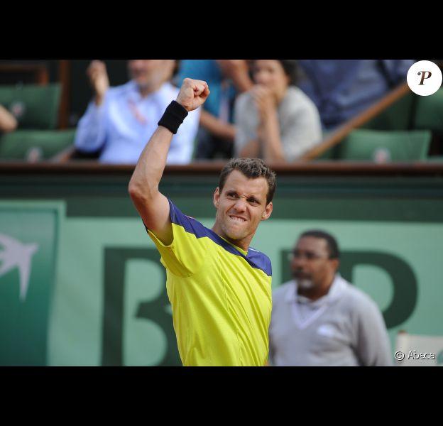 Paul-Henri Mathieu est sorti vainqueur de son match marathon face à John Isner le 31 mai 2012 à Roland-Garros au terme de 5h41 de jeu (6-7, 6-4, 6-4, 3-6, 18-16)