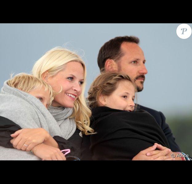 Mette-Marit, le prince héritier Haakon et leurs enfants Ingrid et Sverre, lors de la célébration des 75 ans de Harald V de Norvège et de Sonja de Norvège le 31 mai 2012 à Oslo
