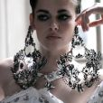 Kristen Stewart en Givenchy couture prend la pose devant Mario Testino pour Vanity Fair.