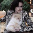 Kristen Stewart, stylée dans une veste Armani Privé sur son shooting pour Vanity Fair.