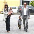Matthew McConaughey et Camila Alves avec leurs enfants Levi et Vida en juin 2011 à Santa Monica