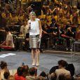 Discours de Maxima, instigatrice de l'opération. Maxima et Willem-Alexander des Pays-Bas honoraient le 5 juin 2012 au Heineken Music Hall, avec leurs filles les princesses Catharina-Amalia, Alexia et Ariane, le concert de gala de 3 000 enfants bénéficiaires du programme Kinderen Maken Muziek.