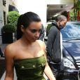 Kanye West et Kim Kardashian sortent de leur hôtel George V, à Paris le 17 juin 2012