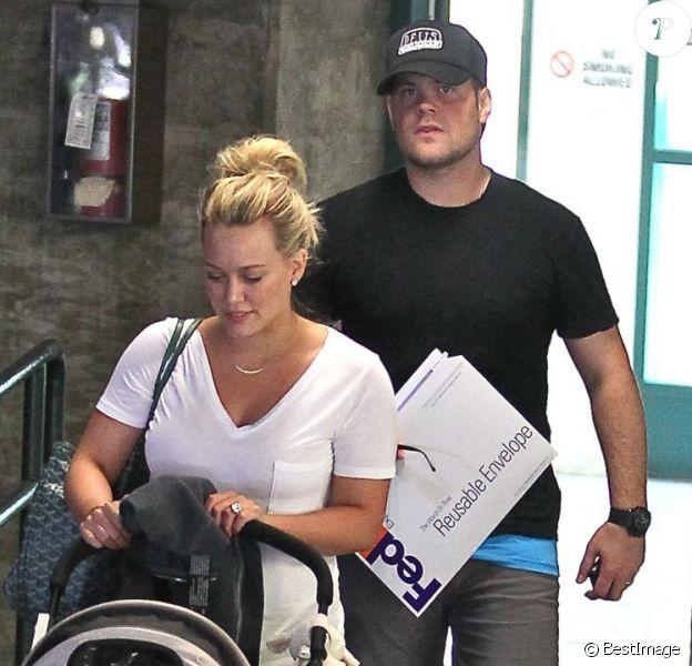 Hilary Duff et son mari Mike Comrie quittent un hôpital après une visite de routine pour leur petit Luca. Santa Monica, le 17 juin 2012.