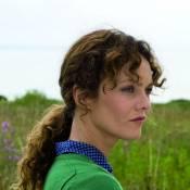 Cornouaille : Premières images de Vanessa Paradis, perdue dans le doute