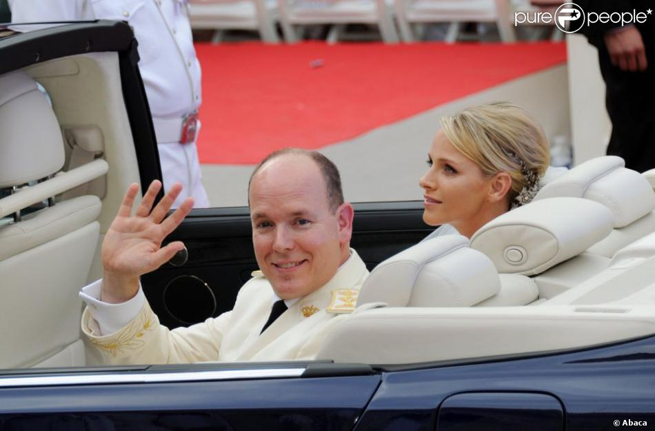le prince albert ii de monaco ici dans la lexus hybride de son mariage avec la princesse. Black Bedroom Furniture Sets. Home Design Ideas