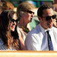 Pippa et son frère James ont pu profiter d'un rare rayon de soleil sur le All England Lawn Tennis Club.   Pippa Middleton au 4e jour de Wimbledon, le 28 juin 2012. Accompagnée par son frère James, la soeur de la duchesse de Cambridge a pu observer depuis la loge royale les victoires de Serena Williams et Andy Murray.