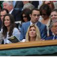 Pippa Middleton a fait son apparition dans une tenue Orla Kiely au 4e jour de Wimbledon, le 28 juin 2012. Accompagnée par son frère James, la soeur de la duchesse de Cambridge a pu observer depuis la loge royale les victoires de Serena Williams et Andy Murray.