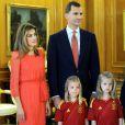 La princesse Letizia et le prince Felipe étaient accompagnés de leurs filles Leonor et Sofia. Champions d'Europe, les joueurs de l'équipe nationale d'Espagne étaient reçus en audience par la famille royale au palais de la Zarzuela, à Madrid, lundi 2 juillet 2012, au lendemain de leur victoire sur l'Italie (4-0) en finale de l'Euro 2012.