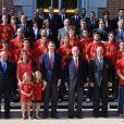 Photo de groupe de la Roja championne d'Europe avec la famille royale à la Zarzuela, le 2 juillet 2012. Champions d'Europe, les joueurs de l'équipe nationale d'Espagne étaient reçus en audience par la famille royale au palais de la Zarzuela, à Madrid, lundi 2 juillet 2012, au lendemain de leur victoire sur l'Italie (4-0) en finale de l'Euro 2012.