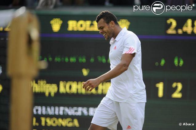 Jo-Wilfried Tsonga peut souffler après s'être qualifié pour la demi-finale de Wimbledon le 4 juillet 2012 en disposant de Philipp Kohlschreiber (7-6, 4-6, 7-6, 6-2)