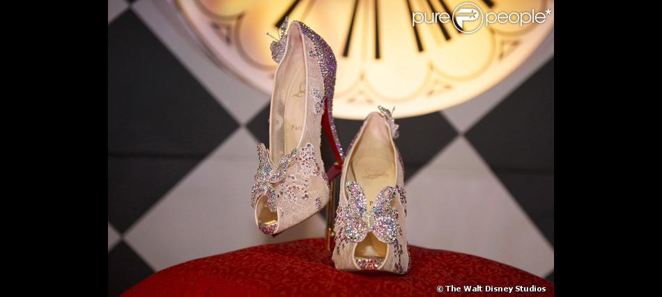 la meilleure attitude 4686b 01eea Voici la paire de souliers en dentelle, tulle et cristaux ...