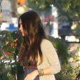EXCLU : Megan Fox, enceinte, ne peut plus cacher ses formes au restaurant Spark Grill à Studio City à Los Angeles avec son mari Brian Austin Green le 6 juillet 2012