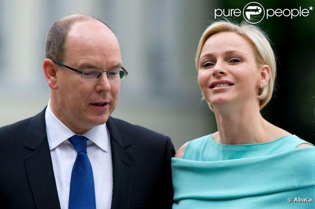 Le prince Albert II de Monaco et la princesse Charlene étaient reçus le 9 juillet 2012 au château Bellevue, résidence présidentielle à Berlin, par le président Joachim Gauck et sa compagne Daniella Schadt, au premier jour de leur visite officielle de deux jours en Allemagne.