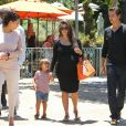 Kourtney Kardashian, Scott Disick et leur fils Mason en balade avec Kim Kardashian et Kanye West à Los Angeles, le 30 juin 2012.
