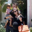 Kourtney Kardashian, Scott Disick et leur fils Mason en balade à Los Angeles, le 30 juin 2012.