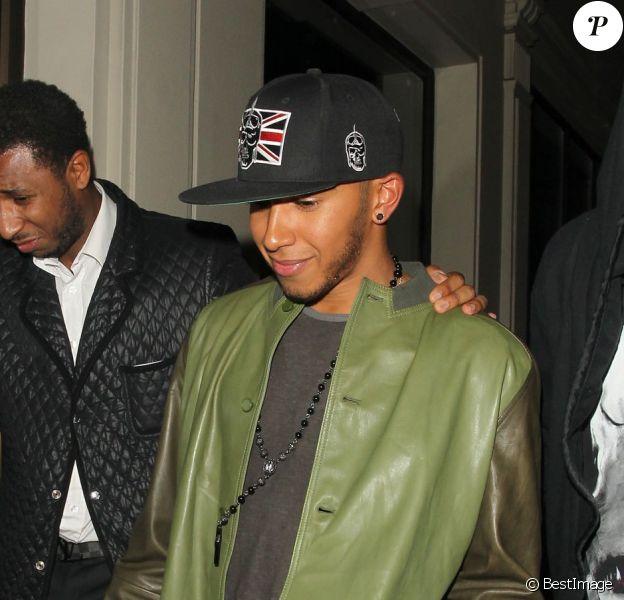 Lewis Hamilton à la sortie du Funky Buddha à Londres dans la nuit du mardi 10 au mercredi 11 juillet 2012