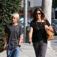 Cindy Crawford et son fils Presley font du shopping à Los Angeles. Le 10 juillet 2012.