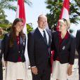 Le couple princier a posé avec Angélique Trinquier, nageuse spécialiste du 100 m dos et porte-drapeau. Le prince Albert et la princesse Charlene de Monaco participaient le 12 juillet 2012 à la présentation de la délégation olympique monégasque pour les JO de Londres 2012, à l'Hôtel Hermitage. Six athlètes porteront les couleurs de la principauté.