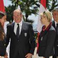 Albert et Charlene avec Angélique Trinquier, nageuse spécialiste du 100 m dos et porte-drapeau. Le prince Albert de Monaco et la princesse Charlene procédaient le 12 juillet 2012 à la présentation de la délégation olympique monégasque pour les JO de Londres 2012, à l'Hôtel Hermitage. Six athlètes porteront les couleurs de la principauté.