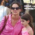 Katie Holmes et Suri Cruise dans les rues de New York, le 15 juillet 2012 - Mère et fille sont allées regarder les chiots pour Suri