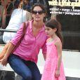 Katie Holmes et Suri Cruise dans les rues de New York, le 15 juillet 2012 - Mère et fille sont allées dans une animalerie