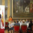 Dans son discours, le prince Felipe a souligné l'importance des journalistes politiques pour la force de la démocratie espagnole.   Felipe et Letizia d'Espagne étaient le 16 juillet 2012 au Sénat, à Madrid, pour le dîner de remise du Prix Luis Carandell du journalisme parlementaire, attribué pour sa 8e édition à Rocío Antoñanzas de Toledo, journaliste politique de l'agence EFE.