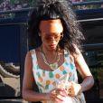 Retour sur la terre ferme pour Rihanna, quitte quitte son yacht le temps de faire quelques emplettes dans les boutiques de luxe de Porto Cervo. Le 17 juillet 2012.