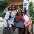 Rihanna et ses amies font le show après leur séance shopping dans les boutiques de luxe de Porto Cervo. Le 17 juillet 2012.