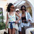 Rihanna fait du shopping dans les boutiques de luxe avec sa BFF/assistante Melissa Forde. Porto Cervo, le 17 juillet 2012.