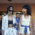 Rihanna et sa meilleure amie Melissa Forde sortent de la boutique Prada. Porto Cervo, le 17 juillet 2012.