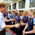Kate Middleton, le prince William et le prince Harry en visite au QG du Team GB, dont ils sont ambassadeurs, au village olympique de Stratford, à Londres, le 31 juillet 2012.