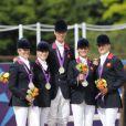 Zara Phillips et l'équipe britannique vice-championnes olympiques de concours complet, le 31 juillet 2012.