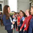 Kate Middleton rencontre la nageuse Rebecca Adlington, médaille de bronze du 400 m nage libre.   Kate Middleton, le prince William et le prince Harry en visite au QG du Team GB, dont ils sont ambassadeurs, au village olympique de Stratford, à Londres, le 31 juillet 2012.