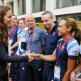 Kate Middleton, qui salue ici Jessica Ennis, le prince William et le prince Harry en visite au QG du Team GB, dont ils sont ambassadeurs, au village olympique de Stratford, à Londres, le 31 juillet 2012.