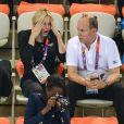 La princesse Charlene de Monaco était à nouveau avec le prince Albert dans les gradins de l'Aquatics Centre de Londres dans la soirée du 1er août 2012, pour suivre les performances des Sud-Africains Suzaan van Biljon et Chad le Clos, respectivement dans la demi-finale du 200 m brasse et du 400 m 4 nages.