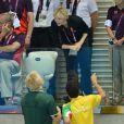 Charlene de Monaco était à nouveau avec le prince Albert dans les gradins de l'Aquatics Centre de Londres dans la soirée du 1er août 2012, pour suivre les performances des Sud-Africains Suzaan van Biljon et Chad le Clos, respectivement dans la demi-finale du 200 m brasse et du 400 m 4 nages.